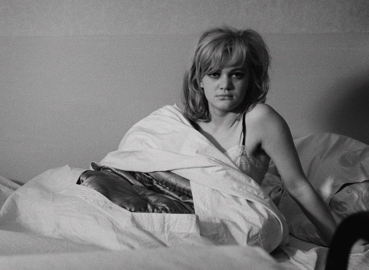 """Fotograma de la película """"Los amores de una rubia"""" de Milos Forman."""