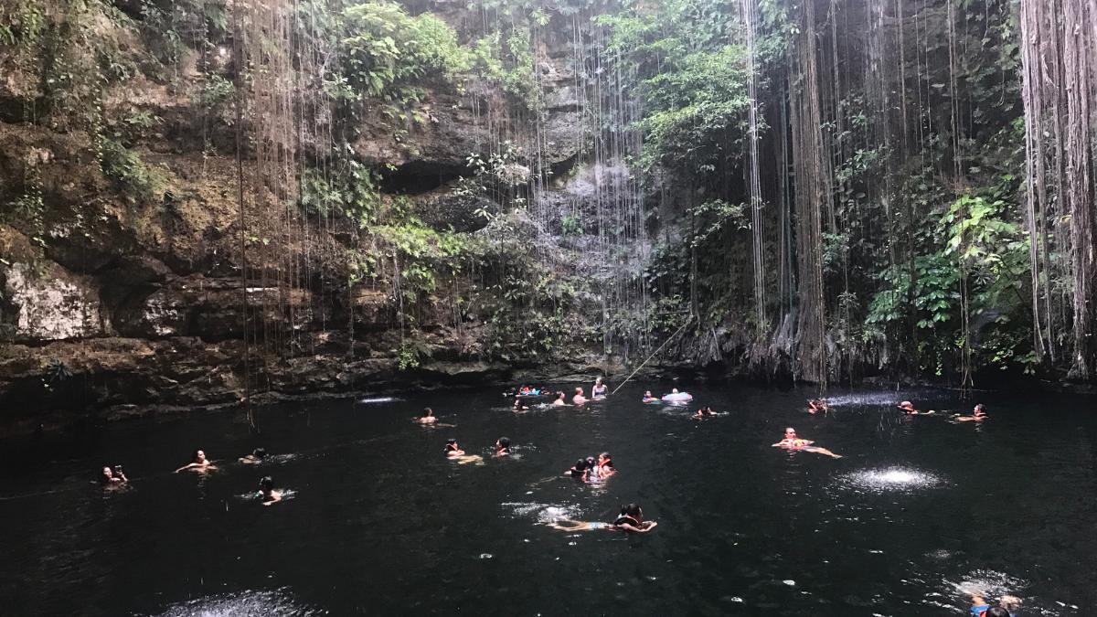 """Fotograma de la película """"Cenote"""" de Kaori Oda."""