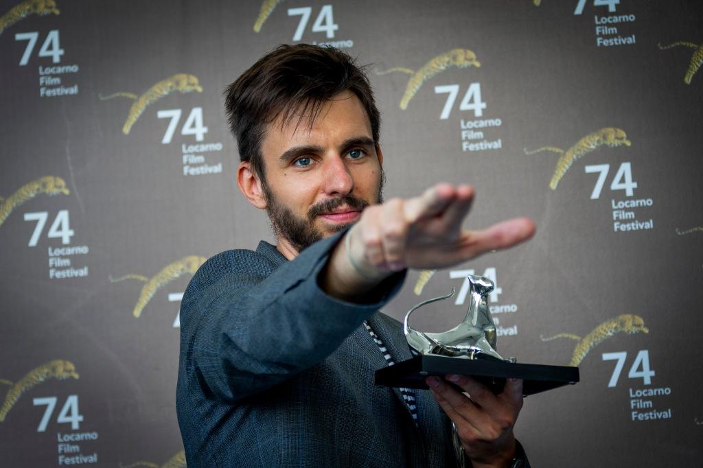 Hleb Papou recibiendo el premio a Mejor Director Emergente por Il Legionario.