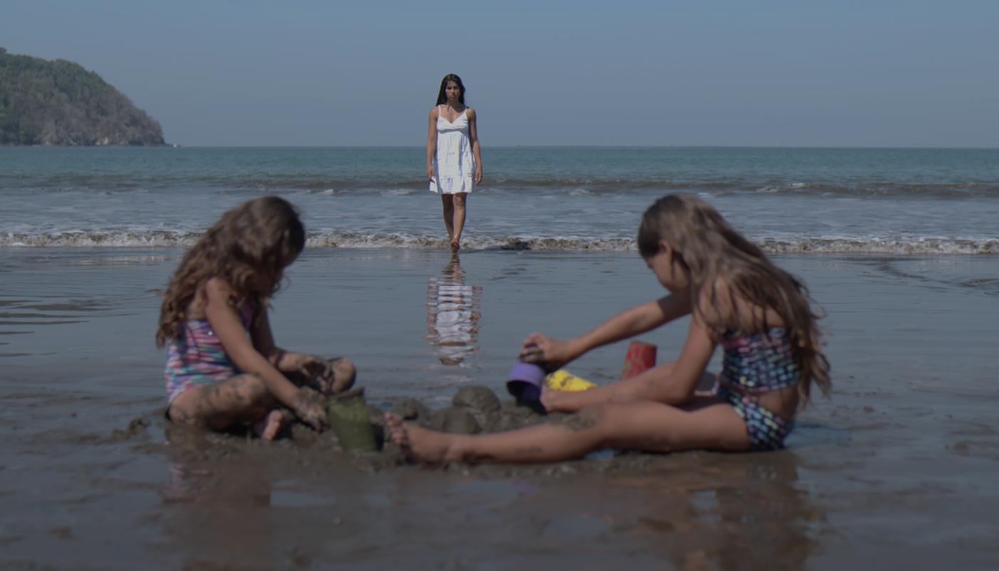 """Fotograma de la película """"El despertar de las hormigas"""" de Antonella Sudasassi."""