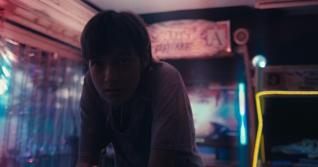 """Fotograma de la película """"Atrapaluz"""" (2021) de Kim Torres."""