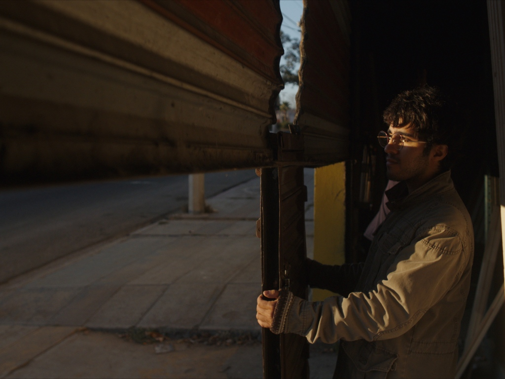 """Fotograma de la película """"Los fundadores"""" (2021) de Diego Hernández."""